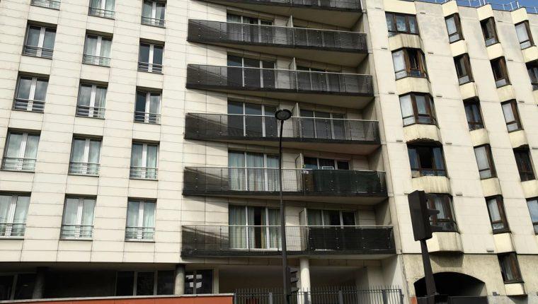 Edificio en París, Francia, en el que fue rescatado un niño el sábado último por un inmigrante de Malí que fue grabado en video. (Foto Prensa Libre: AFP)