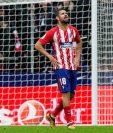Diego Costa reacciona ante su expulsión minutos después de haber anotado en favor del conjunto colchonero. (Foto Prensa Libre: EFE)
