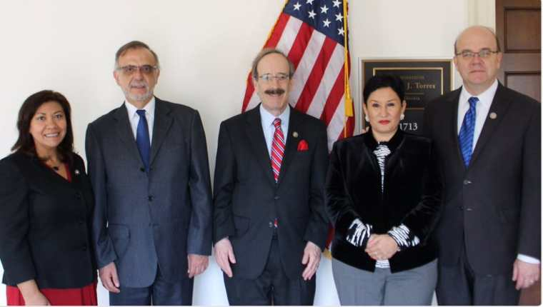 En marzo pasado, integrantes de la Cámara de Representantes –entre ellos Norma Torres, primera a la izquierda–, mostraron apoyo a Iván Velásquez, comisionado de Cicig y Thelma Aldana, fiscal general en una visita a Washington.