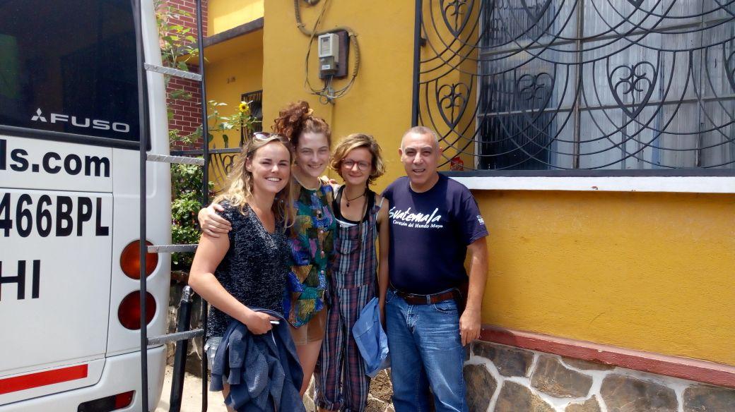 Dos turistas europeas fueron halladas sanas y salvas en Alta Verapaz. Sus familiares las creían desaparecidas porque no se habían comunicado. (Foto Prensa Libre: Eduardo Sam)