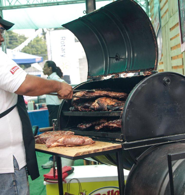 El BBQ Challenge recaudará fondos para obras benéficas. (Foto Prensa Libre: Cortesía Club Rotario Guatemala de La Ermita)