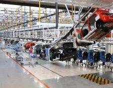 El constructor alemán Volkswagen puede ser condenado en Francia a pagar una multa de 20 mil millones de euros por el fraude de sus vehículos diesel. (Foto Prensa Libre: Google)