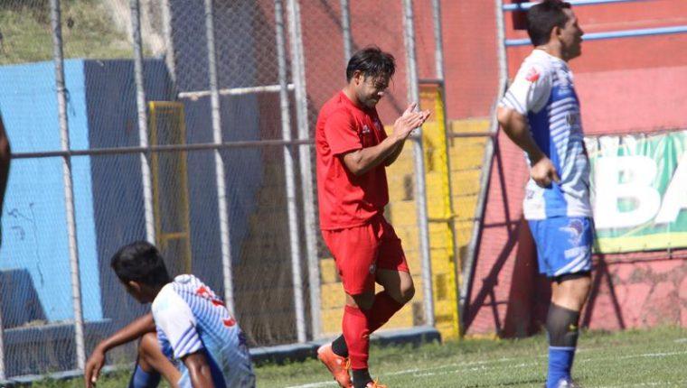 Carlos Ruiz anotó esta tarde en el amistoso que Municipal sostuvo ante Iztapa. (Foto Prensa Libre: Jesús Cuque)