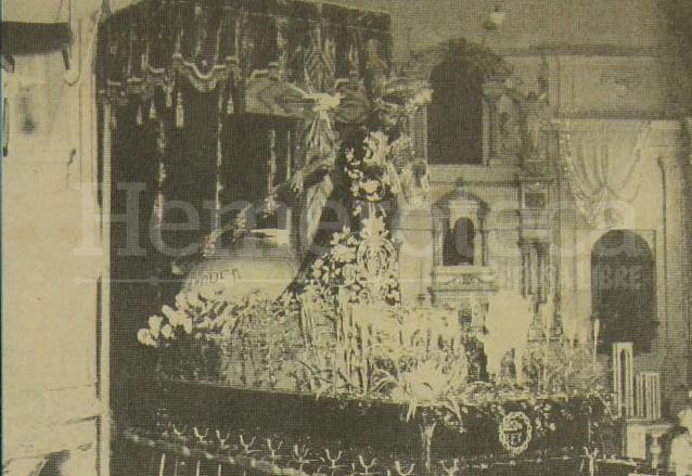 Jesús de Candelaria en su dosel en la primera mitad del siglo XX. (Foto: Hemeroteca PL)