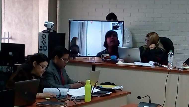 A través de una videoconferencia desde Roma, Rina Sanchinelli declara ante el Tribunal C de Mayor Riesgo. (Foto Prensa Libre: Óscar Rivas)