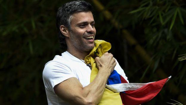 Leopoldo López cumple pena en arresto domiciliario. AFP