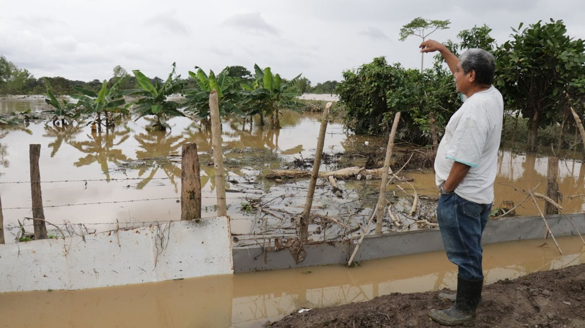 Las lluvias provocaron inundaciones que dañaron los cultivos de centenares de familias. (Foto Prensa Libre: Hemeroteca PL)