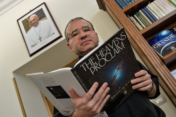 Astrónomo del Vaticano considera poco probable que exista vida extraterrestre