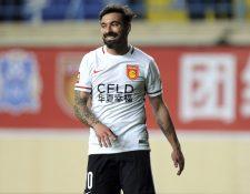 Ezequiel Lavezzi es acusado de racista en la Super Liga china de futbol. (Foto Prensa Libre: AP).