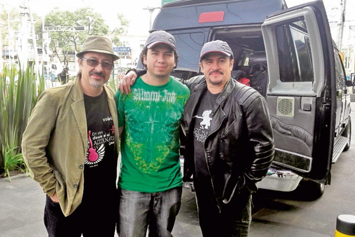 Ranferí Aguilar, Vinicio Molina y Álvaro Aguilar viajaron a México para supervisar la producción. (Foto Prensa Libre: Alux Nahual)