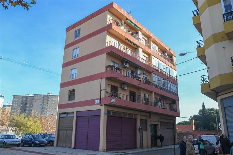 El crimen ocurrió en el cuarto piso de este edificio de apartamentos. (Foto Prensa Libre: Tomada de El Periódico de Zaragoza)