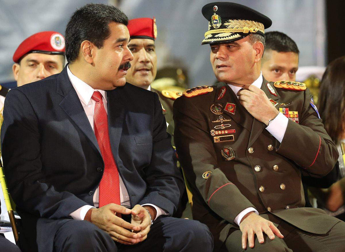 Maduro se aferra a los militares en medio de caos económico