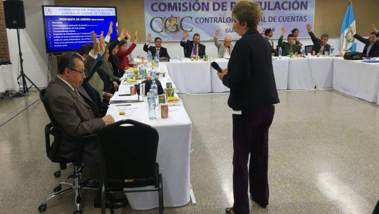 La sesión se extendió para depurar la nómina de candidatos a contralor. (Foto Prensa Libre: Kenneth Monzón