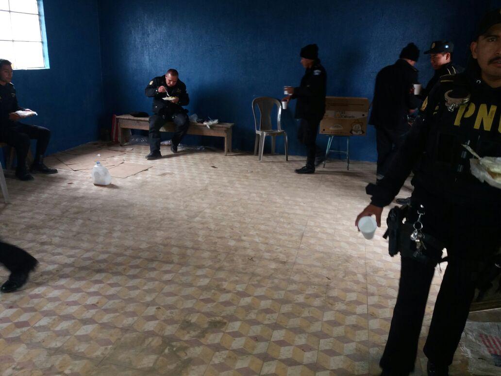 Liberan a 17 policías retenidos en zona de conflicto en Ixhiguán y Tajumulco