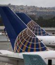 La aerolínea internacional United Airlines afronta dificultades por escándalo con pasajero. (Foto Prensa Libre: AFP)