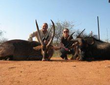 El exjugador Hristo Stoichkov es criticado duramente luego de conocerse su pasíon por la cacería de animales. (Foto Prensa Libre: www.Inafrika.org)