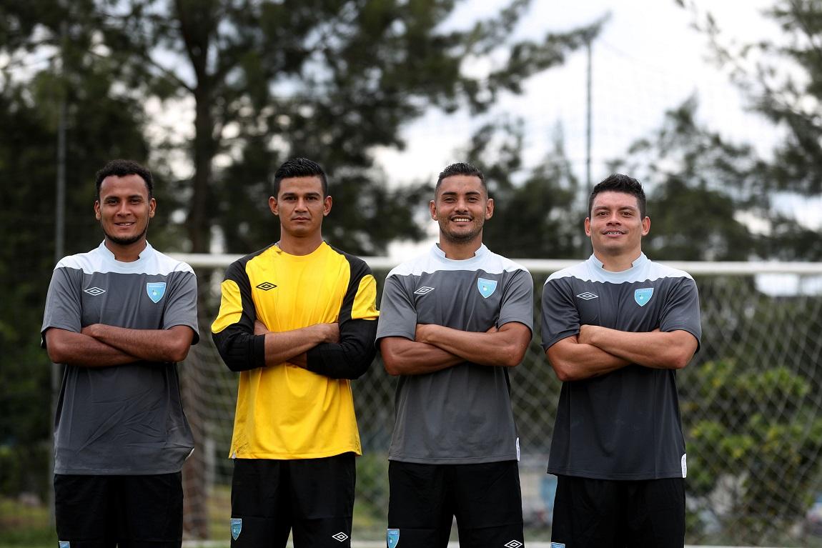 José Márquez, Nery Lobos, Edi Danilo Guerra y Robin Betancourth comparten la pasión por la Selección Nacional. (Foto Prensa Libre: Edwin Fajardo)