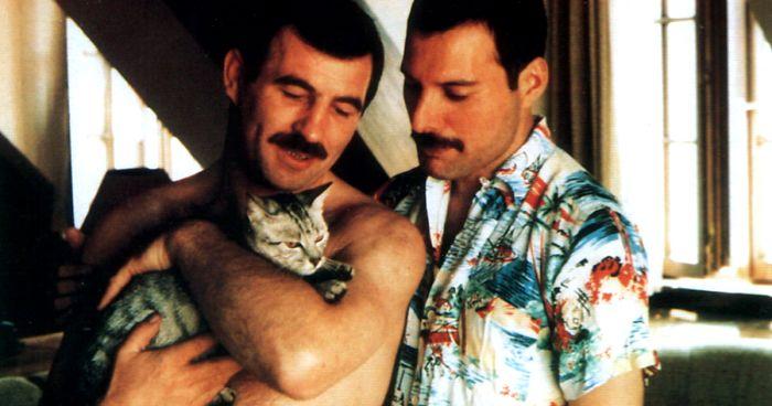 Jim Hutton, la gata Delilah y Freddie (Foto Prensa Libre: Pinterest).