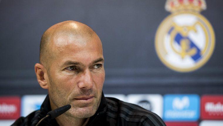 Zinedine Zidane manifestó que su renovación con el Real Madrid está hecha pese a no hacerse oficial todavía. (Foto Prensa Libre: EFE)