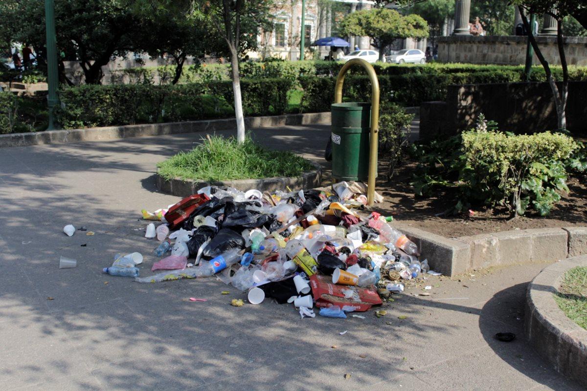 Exceso de basura en Xela causa molestias a vecinos