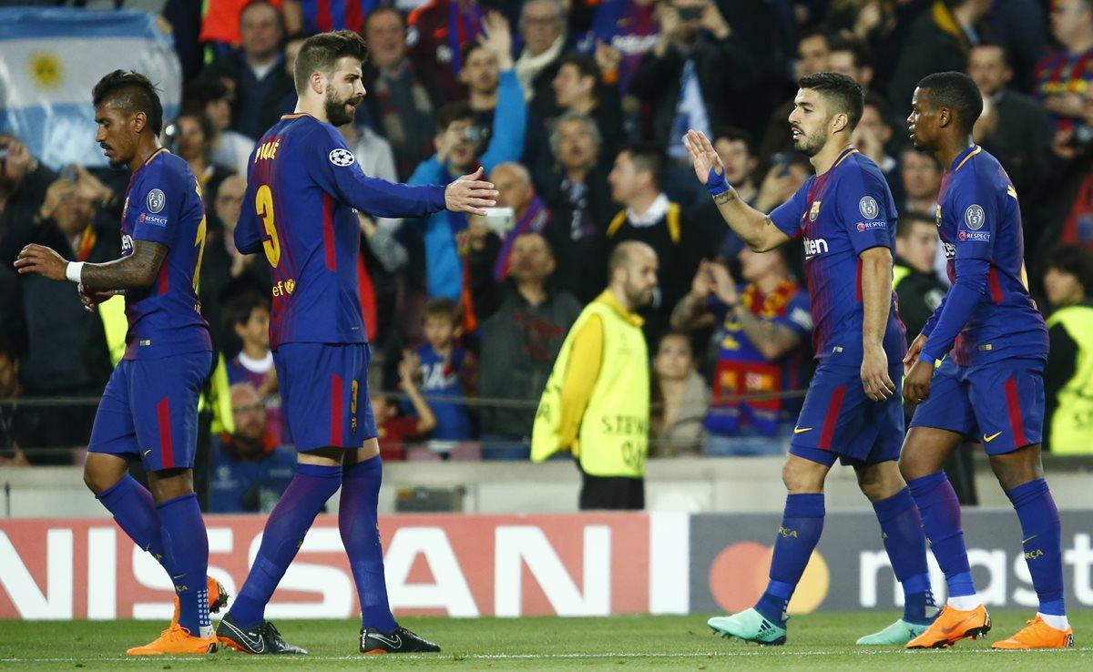 Luis Suárez y Gerard Piqué fueron los anotadores por el Barcelona, además de los autogoles de la Roma. (Foto Prensa Libre: AFP)