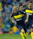 Darío Benedetto festeja uno de los tres goles que marcó para Boca Juniors. (Foto Prensa Libre: AFP).