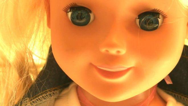 La muñeca Cayla y otros juguetes interactivos a los que acusan de espiar a niños