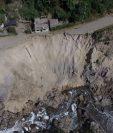El derrumbe ocurrió este sábado en la carretera que comunica Chinautla con la colonia Santa Luisa, zona 6.(Prensa Libre: Óscar Rivas)