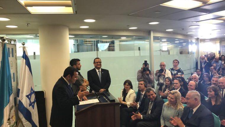 El presidente Jimmy Morales durante su discurso en la inauguración de la embajada de Guatemala en Jerusalén. (Foto Prensa Libre: Fuente Latina).