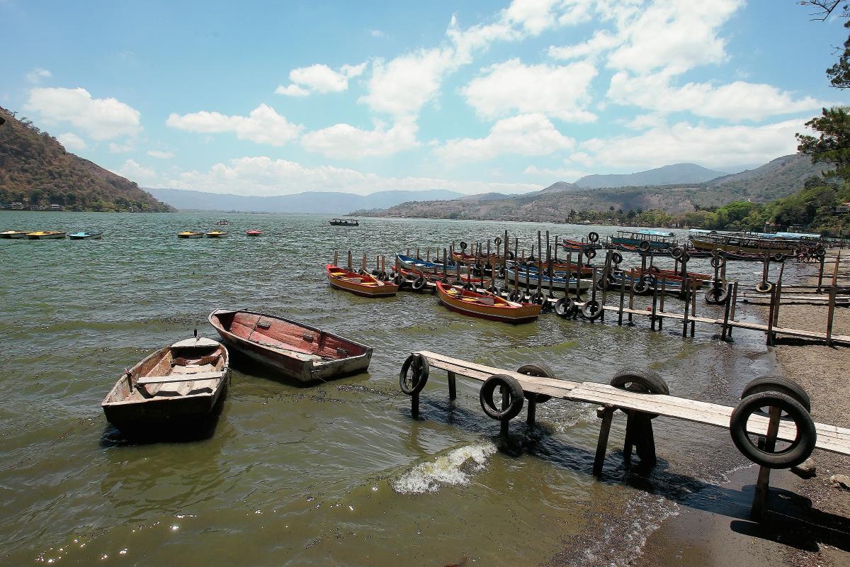 El Lago de Amatitlán está altamente contaminado por una cianobateria. (Foto Prensa Libre: Hemeroteca PL)