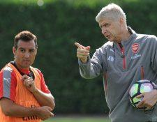 Wenger mostró su preocupación por la lesión de Cazorla, pero espera que pueda regresar pronto. (Foto Prensa Libre: Hemeroteca PL)
