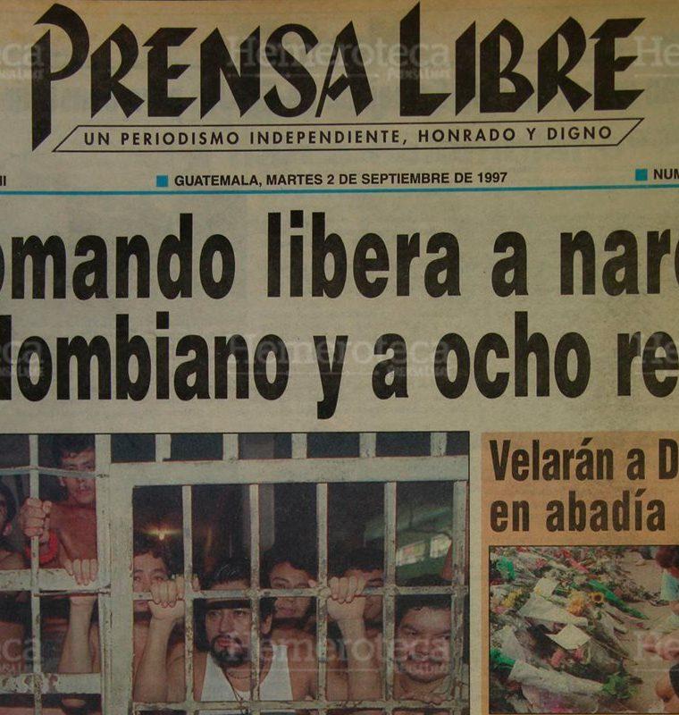 Hombres armados que vesti?an uniformes de la Guardia de Hacienda rescataron al colombiano Hernancio Mauricio Marti?nez. 2/09/1997. (Foto: Hemeroteca PL)