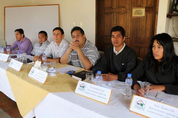 Integrantes de la sociedad civil de Alta Verapaz se pronuncian en contra de las acciones violentas registradas en desalojos. (Foto Prensa Libre: Eduardo Sam)
