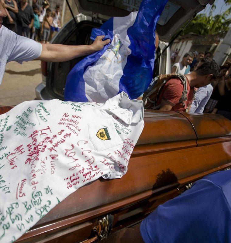 Hasta ahora 27 son las víctimas mortales de la violencia en Nicaragua, entre ellas, un estudiante de 15 años. (Foto Prensa Libre: EFE)