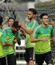 Jugadores de la selección mexicana de futbol entrenan para encarar el duelo frente a Honduras. (Foto Prensa Libre: AFP)