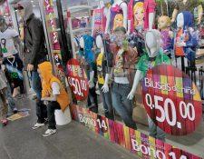 El pago del Bono 14 a los trabajadores aumentará el consumo en la economía, según la Diaco. (Foto Prensa Libre: Hemeroteca)