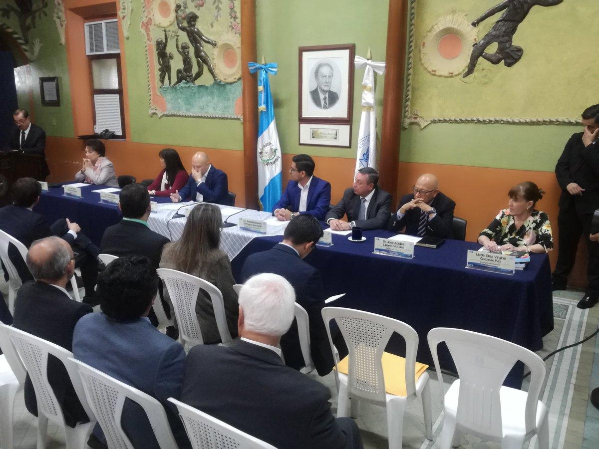 La firma de la carta de entendimiento se realizó en las instalaciones del TSE. (Foto Prensa Libre: Guatemala Visible)