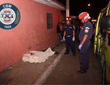 Un joven de 19 años murió en Guajitos, zona 21, al ser impactado por las balas perdidas.(Foto Prensa Libre: CBM)
