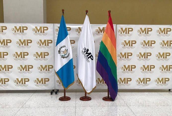 Bandera de la diversidad sexual en el MP y embajadas genera polémica
