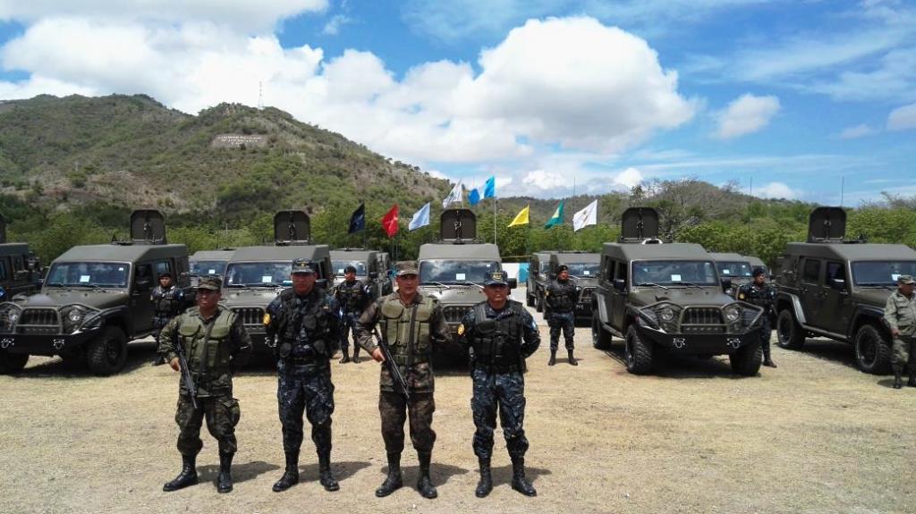 La flotilla de picops, jeeps y otros vehículos fue entregada en acto oficial en Zacapa, la Fuerza Chortí vigila la frontera con el El Salvador y Honduras. (Foto Prensa Libre: @USArmy)