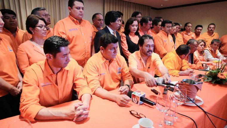 El comité ejecutivo Nacional y secretarios departamentales del Partido Patriota en conferencia de prensa. (Foto Prensa Libre: Paulo Raquec)