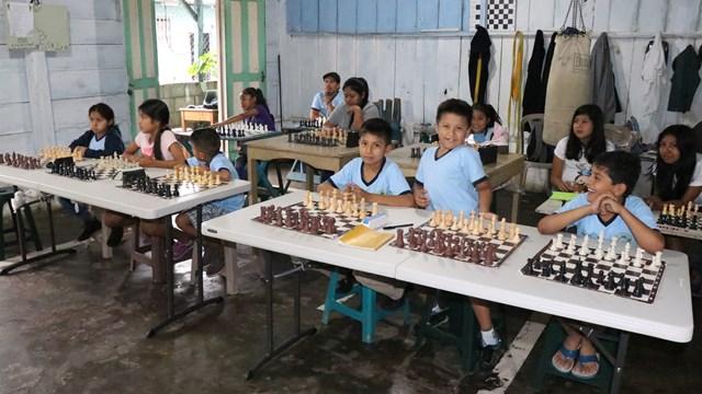 La Academia de Ajedrez en Samayac trabaja con seriedad para preparar a los futuros campeones de esta disciplina deportiva. (Foto Prensa Libre: Cristian I. Soto)