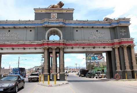 el Arco del Sexto Estado de Los Altos, ubicado en la 7a. calle, zona 2 de Xelajú, se encuentra abandonado, afirman vecinos.