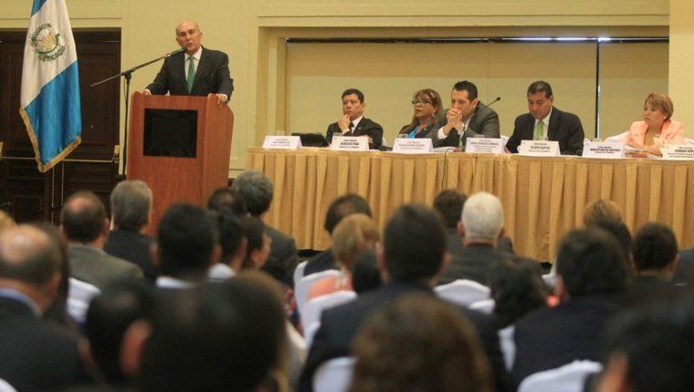 Diputados asisten a un seminario de actualización de las reformas a la Ley Electoral y de Partido Políticos. (Foto Prensa Libre: Esbin García)