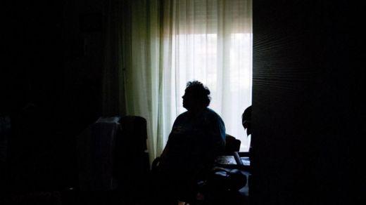 Los adultos mayores no son el grupo de la población que dice sentirse más solo. GETTY IMAGES