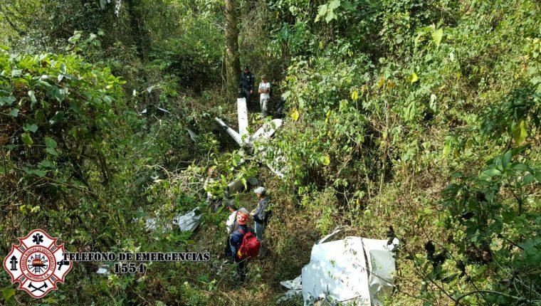 Aeronave en la que viajaba Johan Marckwordt es localizada destruida en el Volcán de Agua. (Foto Prensa Libre: Bomberos Municipales Departamentales)