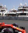 Sebastian Vettel, en acción, durante la competencia de este domingo en Mónaco. (Foto Prensa Libre: AP)