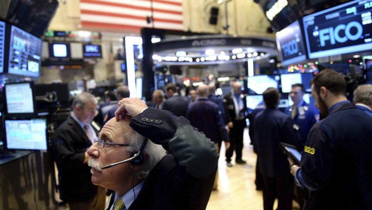 El pasado lunes todos los indicadores bajaron más de un 2% y el S&P 500 en una de las peores jornadas en Wall Street. (Foto Prensa Libre: EFE)