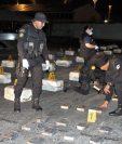 La PNC reporta más decomisos de droga en el 2016, lo que demuestra que el trasiego de narcóticos ilegales también se ha incrementado desde América del Sur. (Foto Prensa Libre: HemerotecaPL)