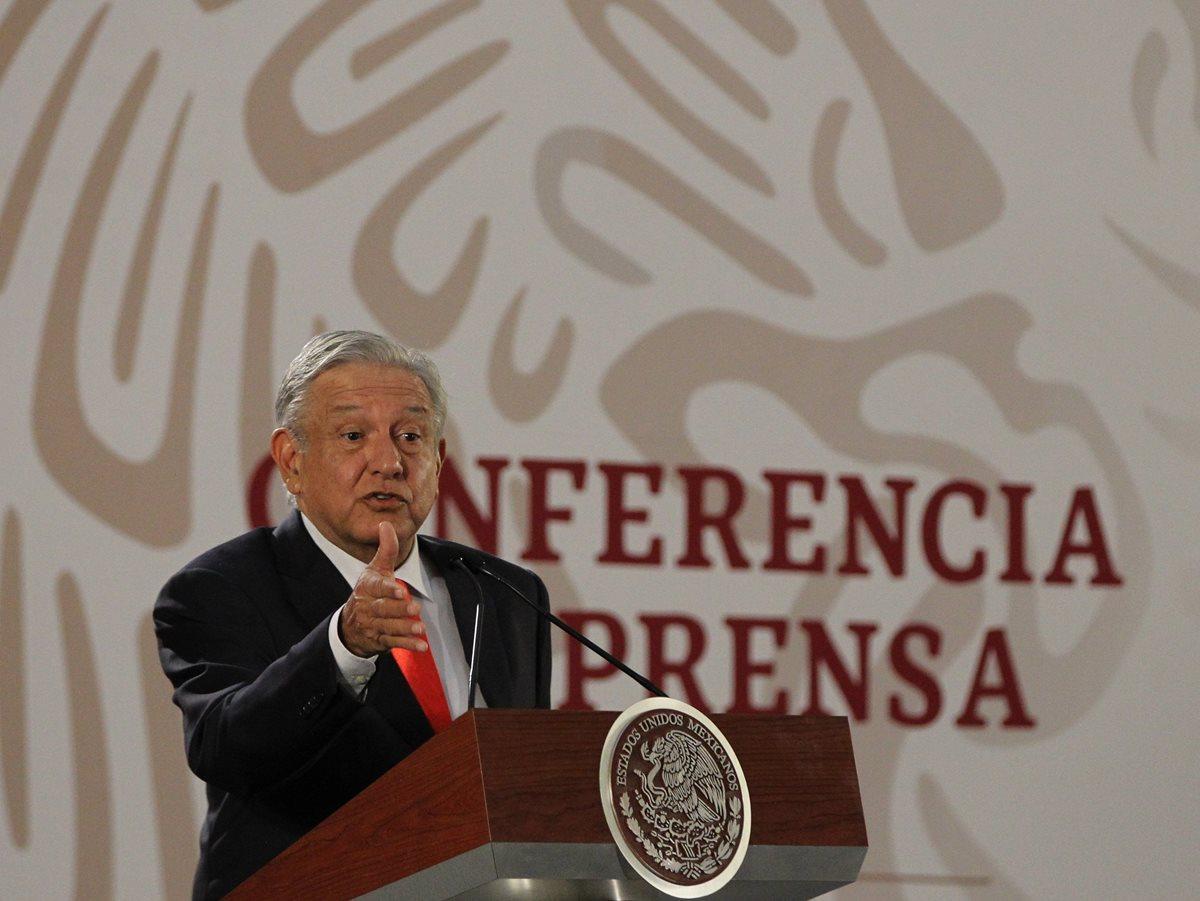 El presidente de México, Andrés Manuel López Obrador, habla en una rueda de prensa sobre la conversación con Trump. (Foto Prensa Libre: EFE)